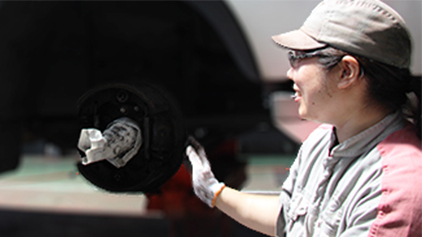 UD Trucks Female mechanic
