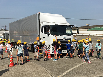 UD Trucks CSR with children